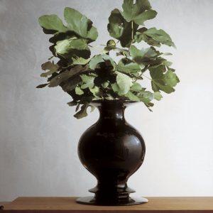 AD produzione privata vaso nero di Michele de lucchi